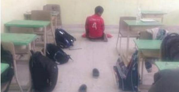 طالب يصلي صلاة الضحى