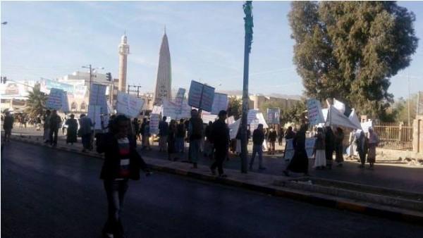 الحوثيون يغلقون جميع الطرق المؤدية إلى ساحة التغير بصنعاء  (1)