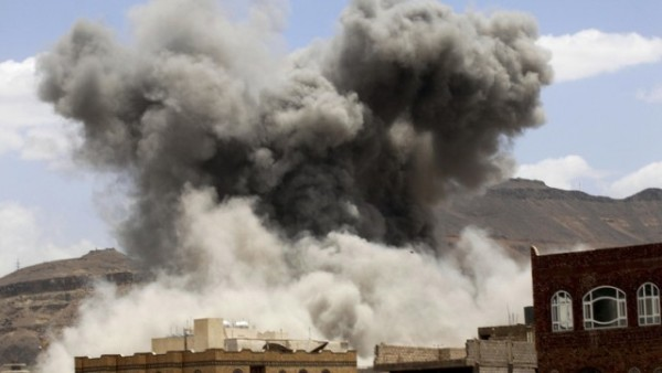 التحالف-يقصف-مخازن-اسلحة-الحوثيين