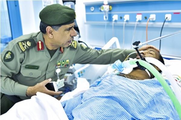 اليحيى يقف على الوضع الصحي لجندي في #الجوازات تعرض لطلق ناري غادر - المواطن
