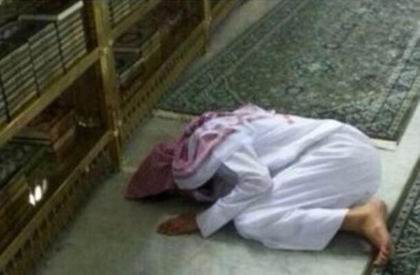 رجل يموت وهو ساجد (1)