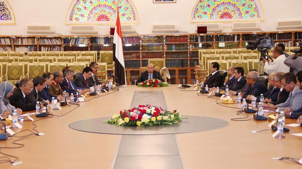 الحكومة اليمنية: يجب الوقوف بوجه أطماع إيران في المنطقة