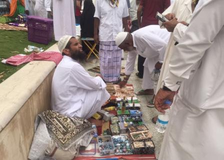 إغلاق وتغريم أكثر من 120 محل مخالف بمركزية مكة