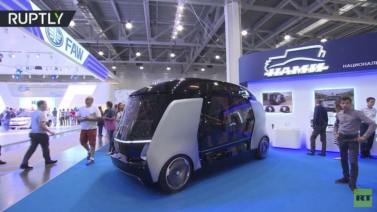 حافلة ذات قيادة ذاتية في معرض موسكو