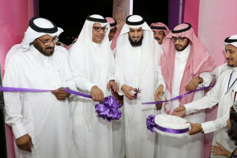 بدعم من العمل.. 44 سعودية يُدِرن مجمع اتصالات نسائي بالرياض