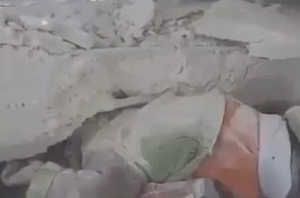 شاهد.. على طريقة عمران.. لحظة انقاذ طفل سوري قصف منزله بالطائرات
