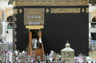 خالد الفيصل يتشرّف بغسل الكعبة المشرفة نيابة عن الملك سلمان - المواطن