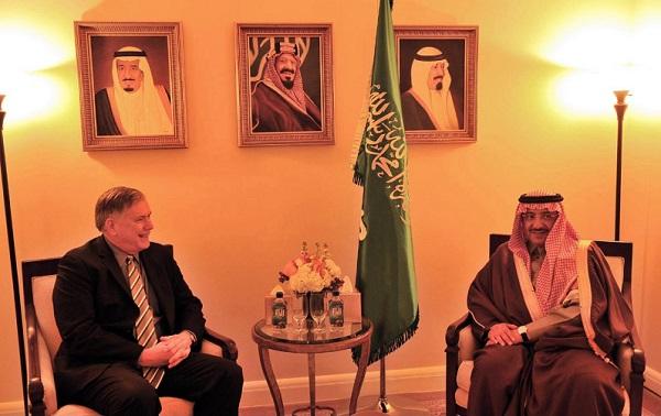 وزير الداخلية  محمد بن نايف يلتقي بمدير المباحث الفيدرالية ووزير الخزانة الأمريكي