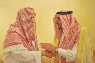 بالصور.. أمير القصيم يزور الشيخ الفوزان في منزله لتهنئته بالعيد - المواطن