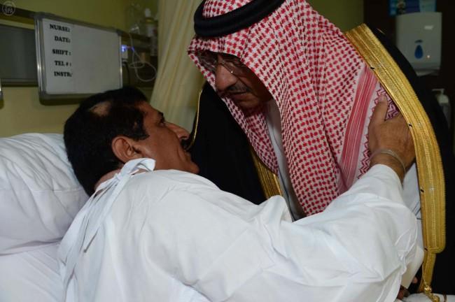 وزير الداخلية يطمئن على العقيد العنزي بمستشفى قوى الأمن الداخلي - المواطن