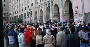 سلاسل بشرية من المعتصمين تغلق مجمع التحرير - المواطن