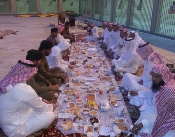 سجون الطائف تقيم 13 فطوراً جماعياً للنزلاء - المواطن