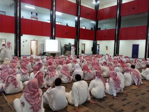"""لقاء تعريفي لطلاب الصف الأول الثانوي بـ""""مدرسة الصديق"""" بخميس مشيط - المواطن"""