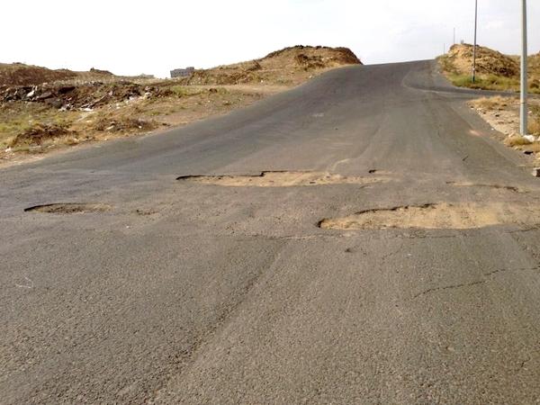 حفريات وصبات خرسانية تتسبب بحوادث في مخطط 325 بأبها - المواطن