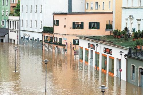 مصرع وفقدان 12 وإجلاء المئات بسبب فيضانات أوروبا