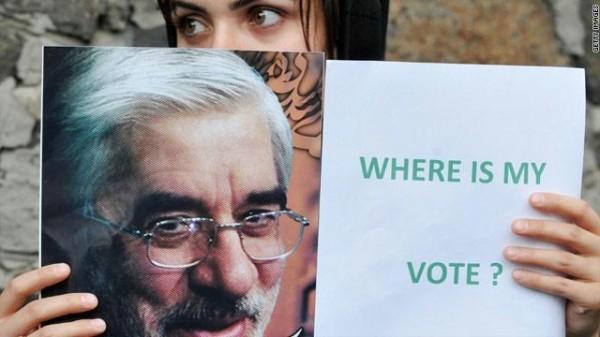 إيران تنفي ضرب ابنة موسوي بعد رفضها التفتيش عارية