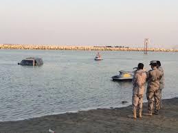 المد البحري يغرق سيارتين في شاطئ الدمام - المواطن