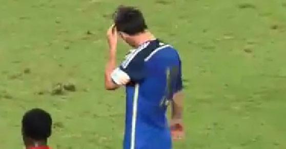#تيوب_المواطن : مشجع يقتحم مباراة هونج كونج والأرجنتين من أجل توقيع ميسي - المواطن