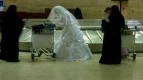 مصري يهرب من عروسه في أحد مطارات المملكة