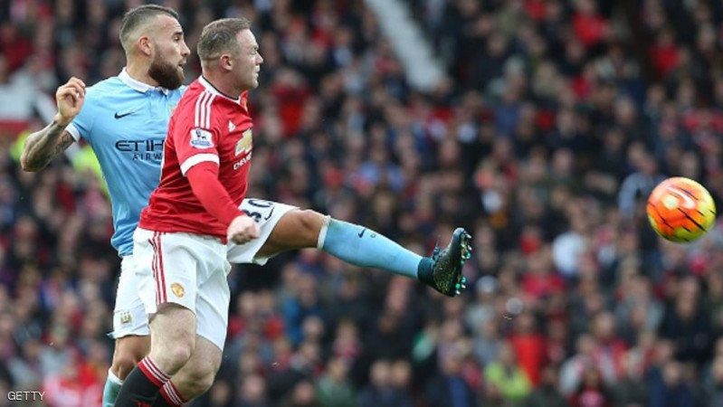MANCHESTER, ENGLAND - OCTOBER 25:  Wayne Rooney of Manchester United in action with Aleksandr Kolarov of Manchester City during the Barclays Premier League match between Manchester United and Manchester City at Old Trafford on October 25, 2015 in Manchester, England.  (Photo by Matthew Peters/Man Utd via Getty Images)