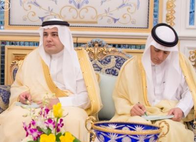 1 استقبال الملك سلمان يتسلم الرسالة من ملك البحرين
