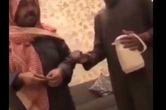 بالفيديو .. سخرية الشاعر علي بن حمري من العامل .. بين الهزل والجد - المواطن