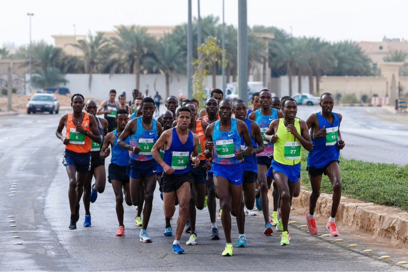 بالصور.. عداؤون عالميون يشاركون في ماراثون الرياض الدولي 2018 - المواطن