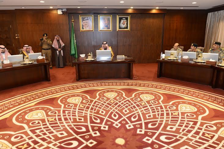 أمير عسير يترأس اجتماع لجنة الدفاع المدني الرئيسة1