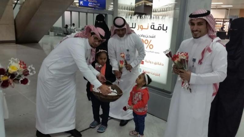 استقبال احتفالي للمسافرين بمطار الملك عبدالعزيز بـ #جدة1