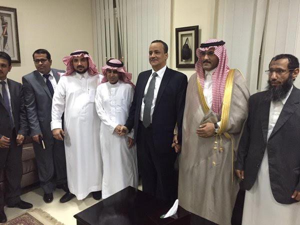 الإفراج عن معلميْن سعودييْن بـ #اليمن والمبعوث الأممي ينقلهما لجيبوتي1