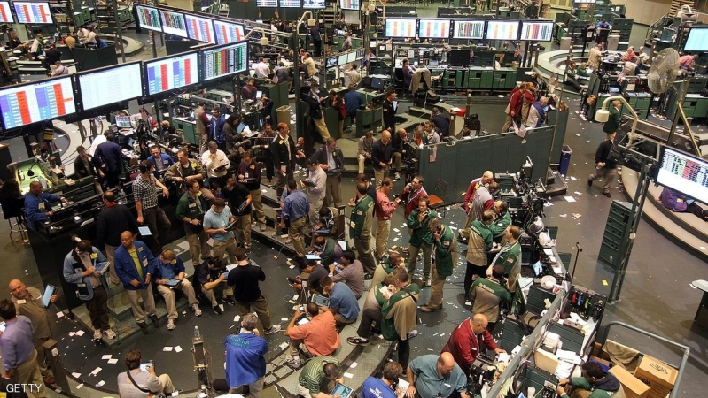 NEW YORK, NY - MAY 11:  Oil traders work on the floor of the New York Mercantile Exchange on May 11, 2012 in New York City. The price of a barrel of oil slipped below $96 today in Asia as energy prices declined 1.4 percent in April, the largest decline since October 2011.  (Photo by Justin Sullivan/Getty Images)
