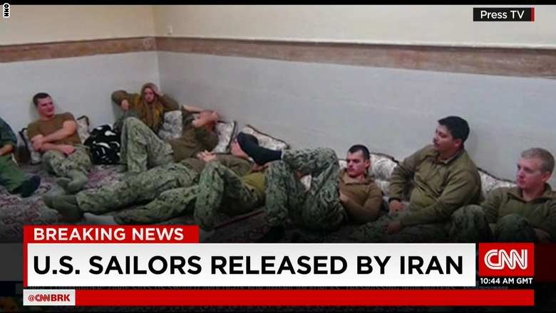 الإيرانيون أجبروا البحارة الأمريكيين على التظاهر بالسعادة1