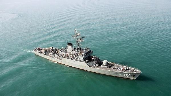 """إيران تواصل الاستفزاز بإرسال  المدمّرة """"نقدي"""" إلى خليج عدن وباب المندب"""