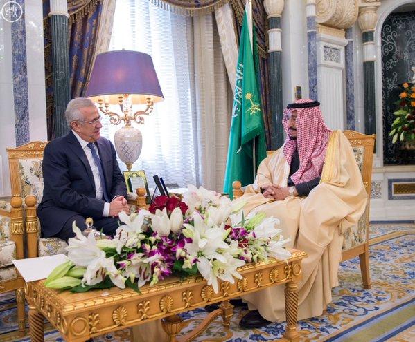 جانب من استقبال خادم الحرمين الشريفين للرئيس اللبناني السابق.