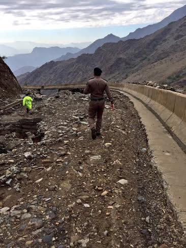 أهالي تهامة الباحة : حياتنا انقلبت بإغلاق العقبات !