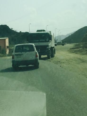 """""""الزراعة"""" في """"رجال ألمع"""" تضبط شاحنة مُحمّلة بالحطب"""