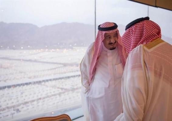 """شاهد مجموعة من الصور توثق جوانب من مسيرة """"الملك سلمان"""""""