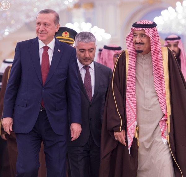 خادم الحرمين الشريفين يستقبل الرئيس التركي 10 - Copy