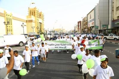 1000 مشارك و7 جهات في مسيرة إماطة بوسط الدمام (68697238) 