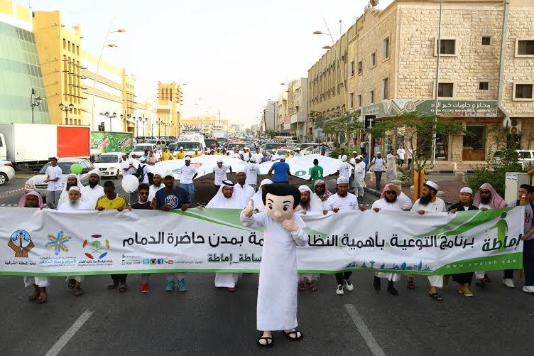 1000 مشارك و7 جهات في مسيرة إماطة بوسط الدمام (68697241) 