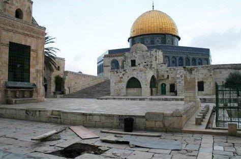 ساحات المسجد الأقصى