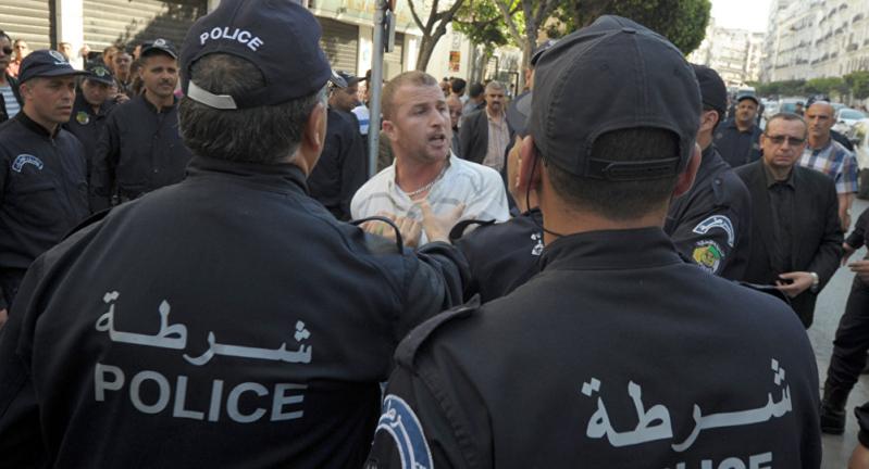 بالفيديو.. حادث دهس مروع يقتل ويصيب 16 جزائريًا