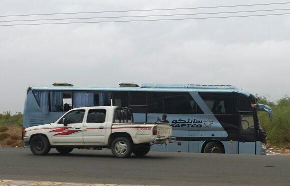 11 إصابة أحدها حرجة في حادث انقلاب حافلة بدولي #جازان (2)
