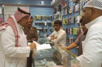 بالصور.. بلاغ مواطن يطيح بعمالة امتهنت صيانة الجوال في #جدة - المواطن