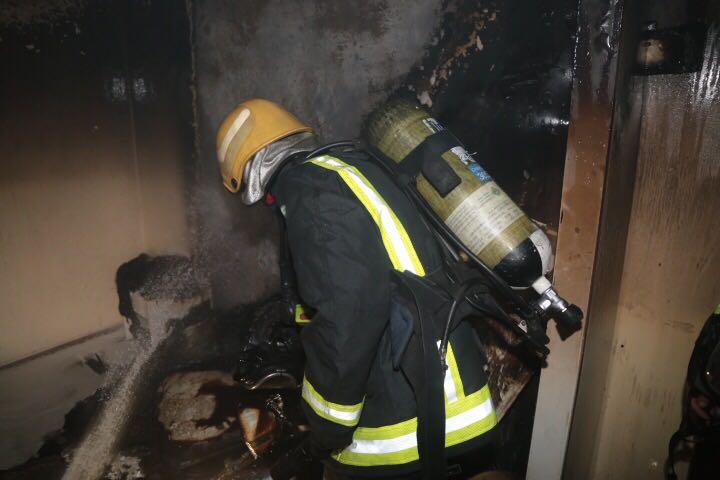 بالصور.. إصابة فتاتين في حريق عمارة بالعاصمة المقدسة