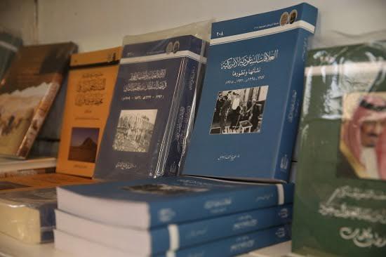 دارة الملك عبدالعزيز تشارك في معرض الكتاب بجامعة الجوف11