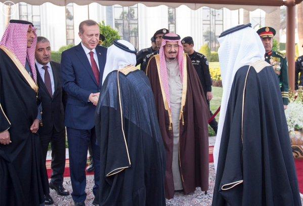 خادم الحرمين الشريفين يستقبل الرئيس التركي 11 - Copy