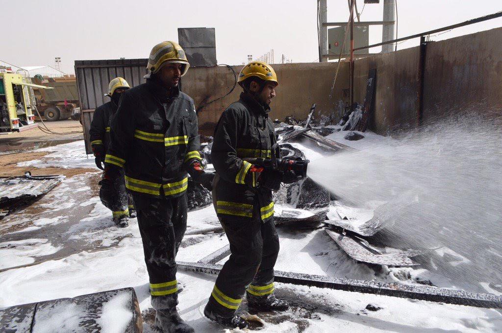 بالصور.. عملية لحام تتسبب بحريق في #رفحاء - المواطن