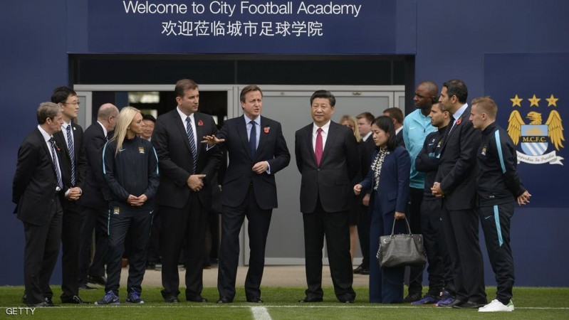 MANCHESTER, ENGLAND - OCTOBER 23: Britain's Prime Minister David Cameron (C) and China's President Xi Jinping with Manchester City chairman Khaldoon Al Mubarak during a visit to the City Football Academy on October 23, 2015 in Manchester, England. The President of the People's Republic of China, Xi Jinping and his wife, Madame Peng Liyuan, are paying a State Visit to the United Kingdom as guests of The Queen.  They will stay at Buckingham Palace and undertake engagements in London and Manchester. The last state visit paid by a Chinese President to the UK was Hu Jintao in 2005.  (Photo by Joe Giddens - WPA Pool/Getty Images)