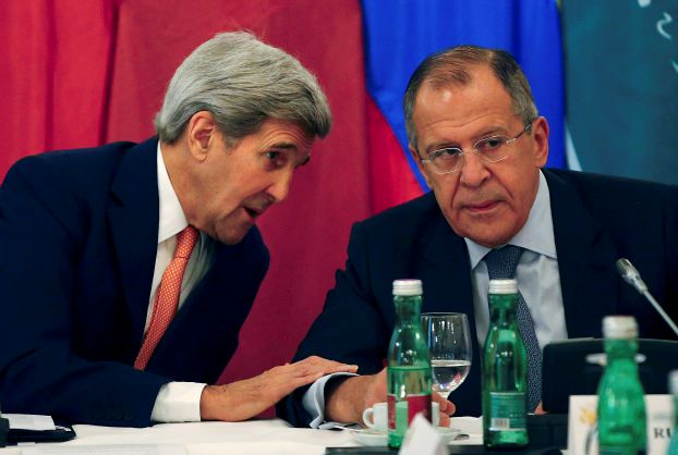 U.S. Secretary of State John Kerry (L) talks to Russian Foreign Minister Sergey Lavrov during a photo opportunity before a meeting in Vienna, Austria, October 30, 2015. REUTERS/Leonhard Foeger